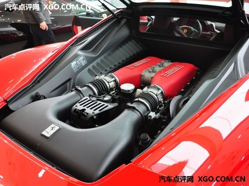 法拉利的4.5升V8自然吸气法拉利
