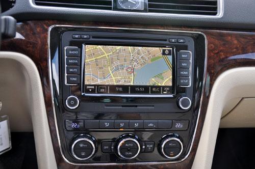 汽车 正文    全新帕萨特组合仪表盘配备qvga真彩3.