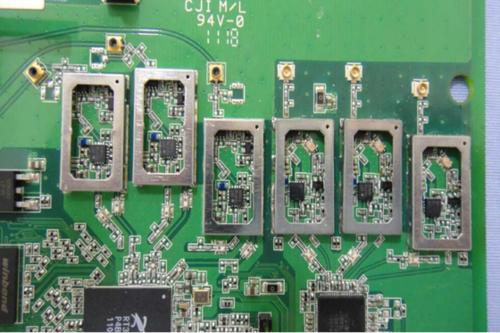 4ghz和3个5ghz无线频率放大器,但692gr用的是单频带宽天线,而不是像te