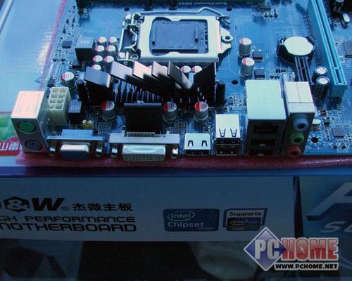 i/o接口方面有ps2鼠标键盘接口,vga/dvi/hdmi接口,4个usb接口,千兆
