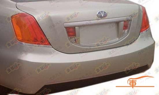 皇冠痕迹,包括牌照框两侧颇有特色的后雾灯和倒车灯