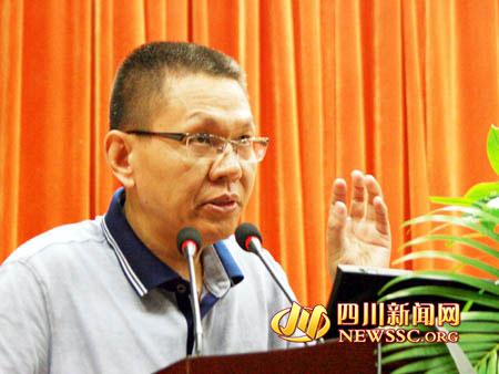 毛嘉陵教授向成都中医药大学图书馆捐赠著作-中医捍卫者毛嘉陵 论战图片