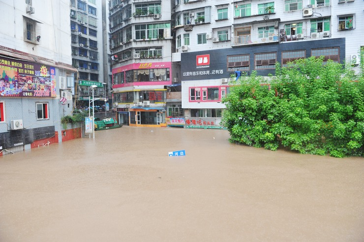 组图:四川渠县遭遇特大洪灾变泽国 城区能划船