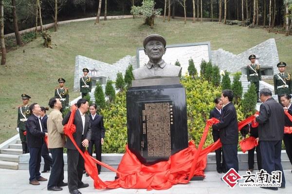 杨善洲墓园塑像揭幕 赵岗