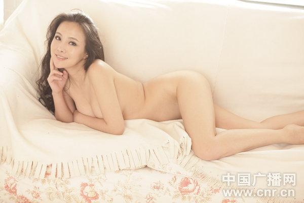 裸模 干露露再爆性感写真,这次她又入镜,仅用手捂玉乳,尺度... 图片 53k 600x400