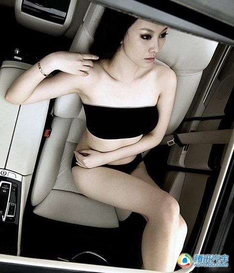 组图:极品电眼美女在车内激情迸发