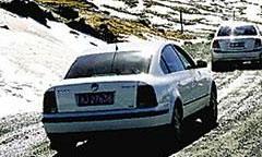 冰天雪地会车减速