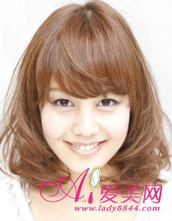 梨花头的可爱发型,整个凌乱的发型设计,卷发形成一种螺旋状,秀发图片