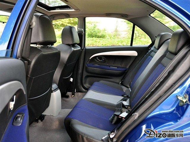 V3菱悦是一部具有国际品质保证、高性能、高性价比、时尚活力的紧凑型轿车。消费者心中的理想三厢轿车注重大气、人性化、流线型、简洁等等,而V3这款车最为符合理想造型。
