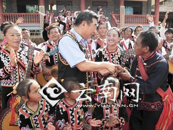 ... 国务院原副总理回良玉近日在云南省普洱市看望拉祜族群众
