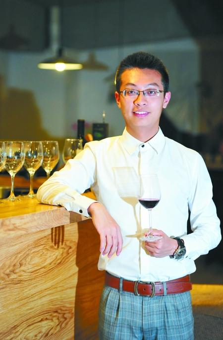 品酒师李冰阳 记者 吴珊 摄