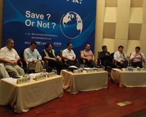 图文:嘉宾在中国与世界经济论坛上争论