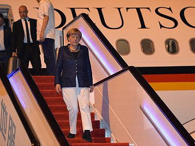 组图:德国总理默克尔乘坐专机抵达成都