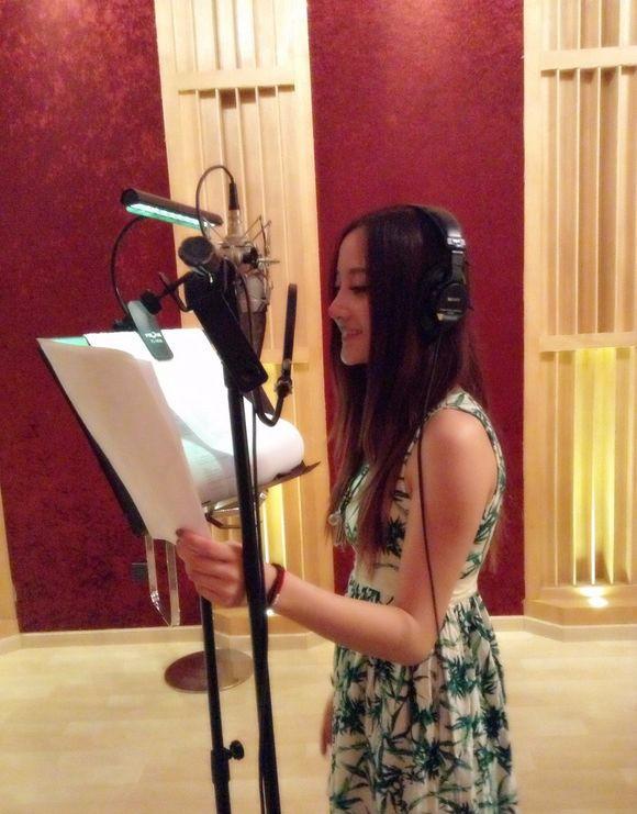 声音美丽结合 来看录音棚里面的美女们